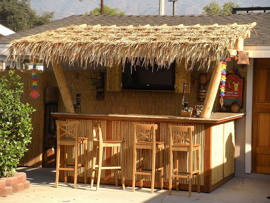 Diy like a pro build a beautiful patio bar this summer for How to build a beach bar